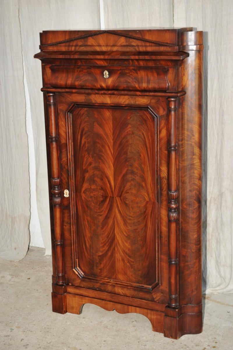 biedermeier eckschrank mahagoni antik im hof. Black Bedroom Furniture Sets. Home Design Ideas