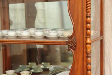 vitrinenschrank seitenverglast verkauft antik im hof. Black Bedroom Furniture Sets. Home Design Ideas