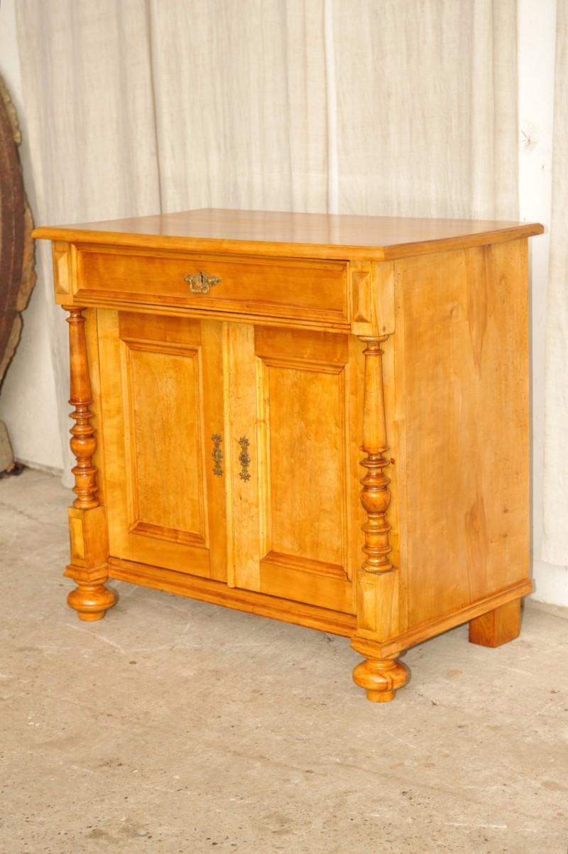 antike kommode das beste aus wohndesign und m bel inspiration. Black Bedroom Furniture Sets. Home Design Ideas