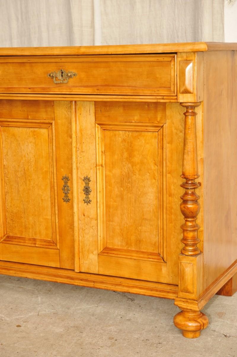 Antike Kommode mit Türen Birke massiv  Antik im Hof
