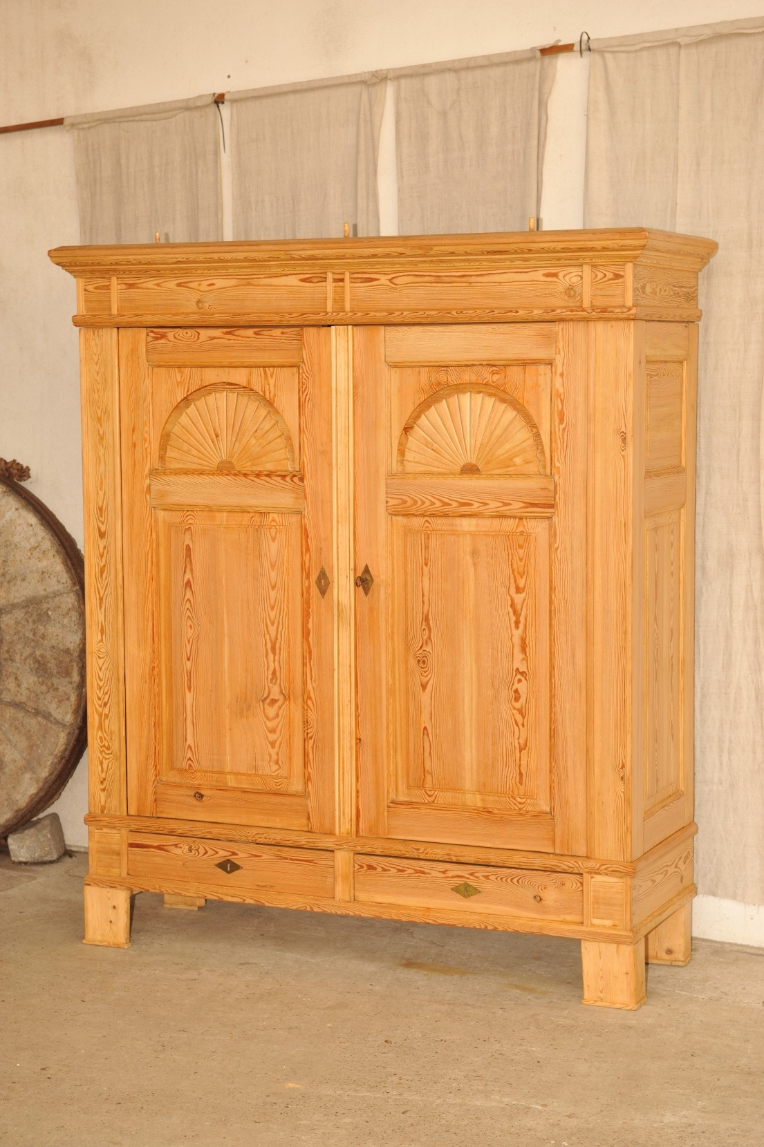 bremer sonnenschrank antik im hof bremer sonnenschrank biedermeier dielenschrank. Black Bedroom Furniture Sets. Home Design Ideas