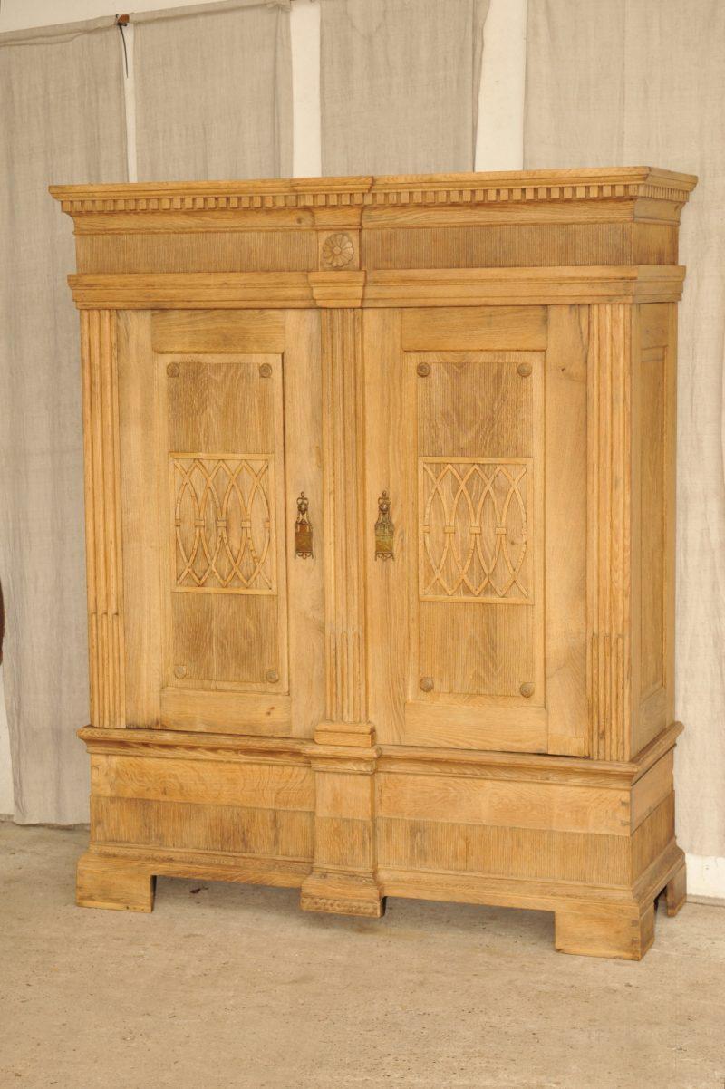 dielenschrank eiche rustikal alles ber wohndesign und m belideen. Black Bedroom Furniture Sets. Home Design Ideas