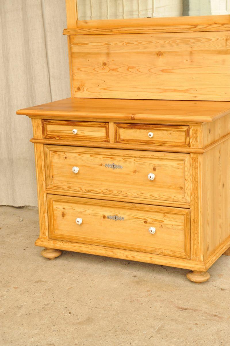 kommode mit turen antik innenr ume und m bel ideen. Black Bedroom Furniture Sets. Home Design Ideas