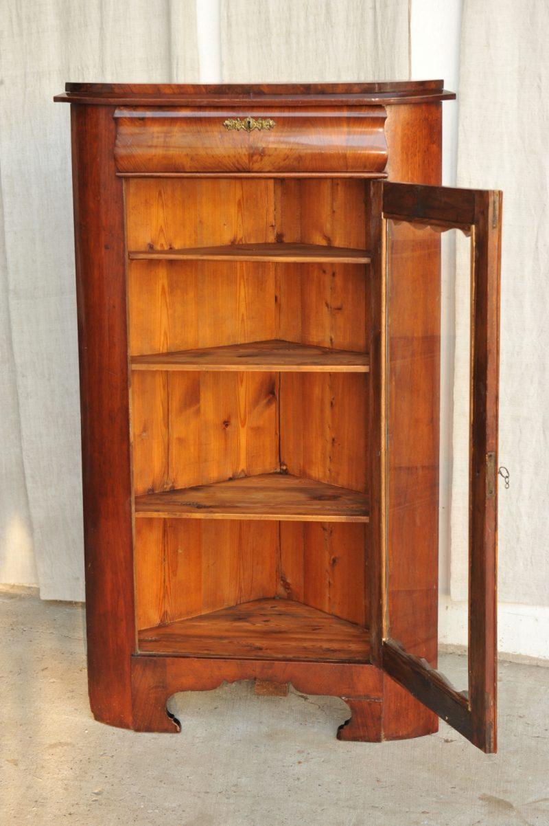 biedermeier eckvitrine antik im hof. Black Bedroom Furniture Sets. Home Design Ideas