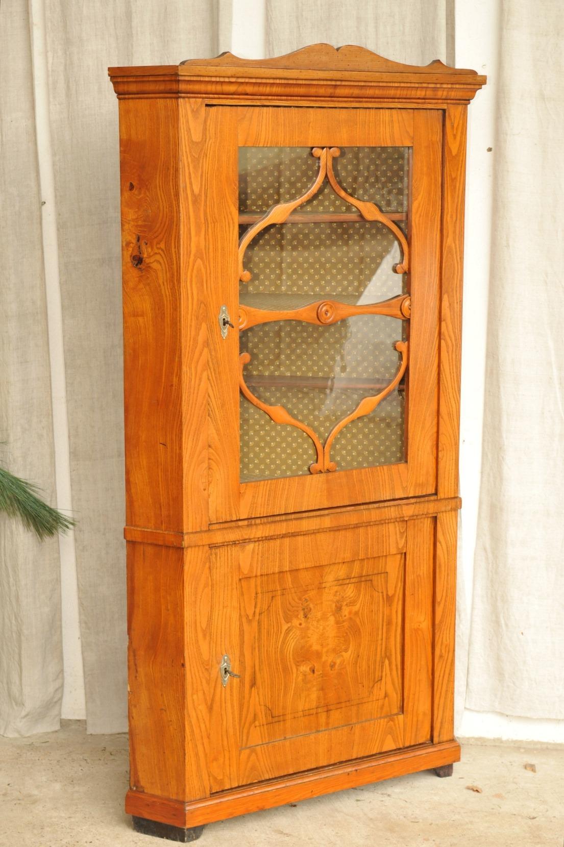 biedermeier eckschrank esche antik im hof biedermeier eckvitrine esche eckschrank. Black Bedroom Furniture Sets. Home Design Ideas