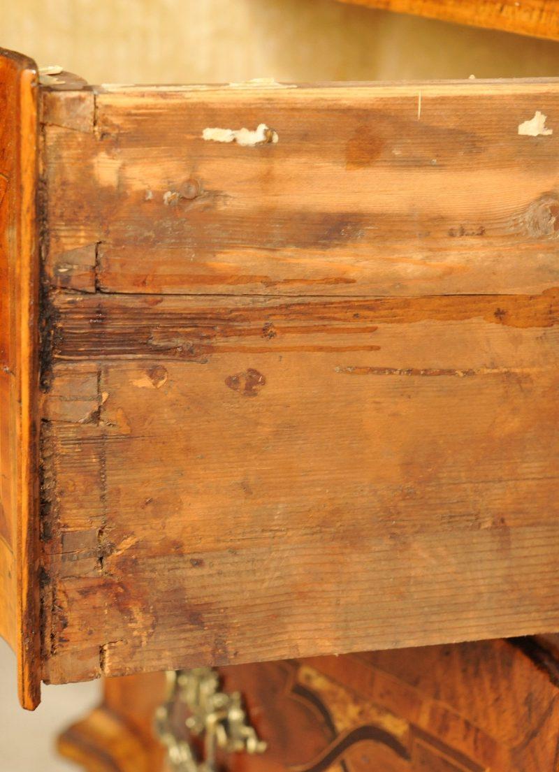 Kommode Rokoko  Antik im Hof