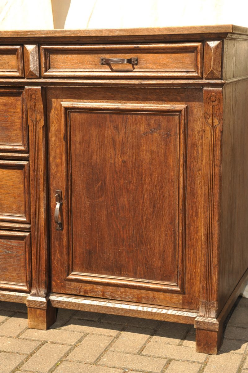 ladentresen gr nderzeit eiche anrichte antik im hof. Black Bedroom Furniture Sets. Home Design Ideas