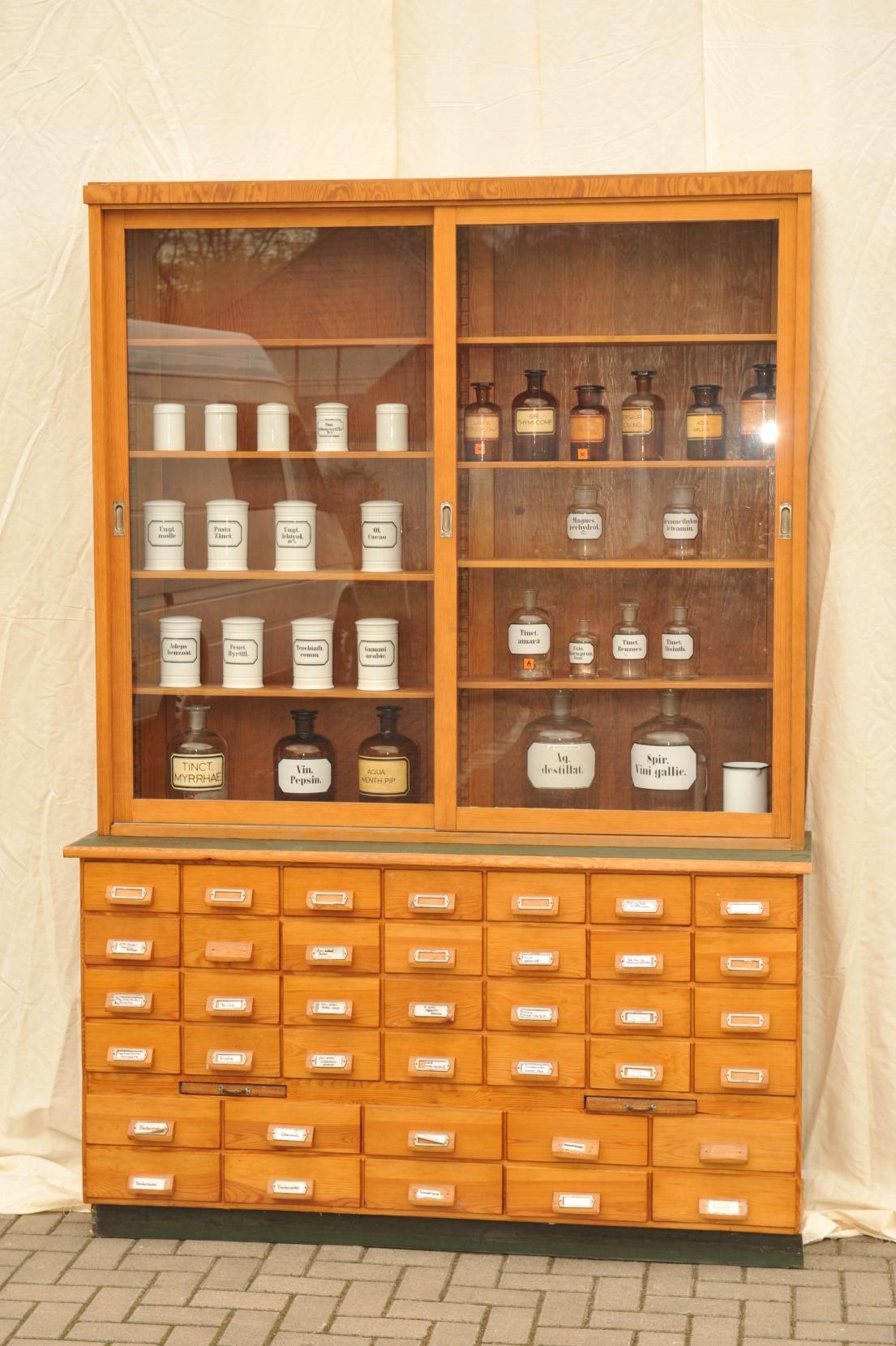 Apothekerschrank mit Verkaufsvitrine Kiefer | Antik im Hof