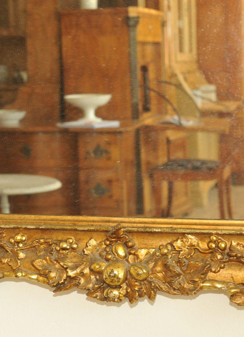 gro er barocker spiegel antik im hof. Black Bedroom Furniture Sets. Home Design Ideas