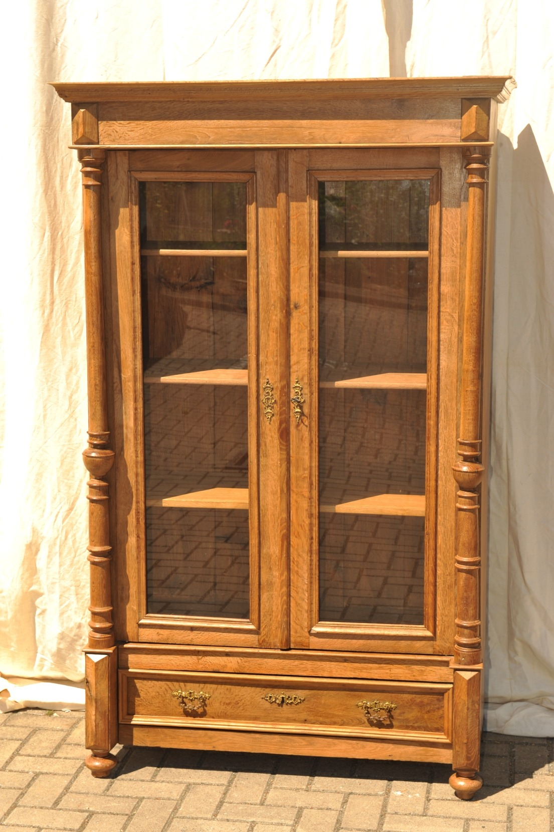 gr nderzeit b cherschrank vitrine eiche antik im hof. Black Bedroom Furniture Sets. Home Design Ideas