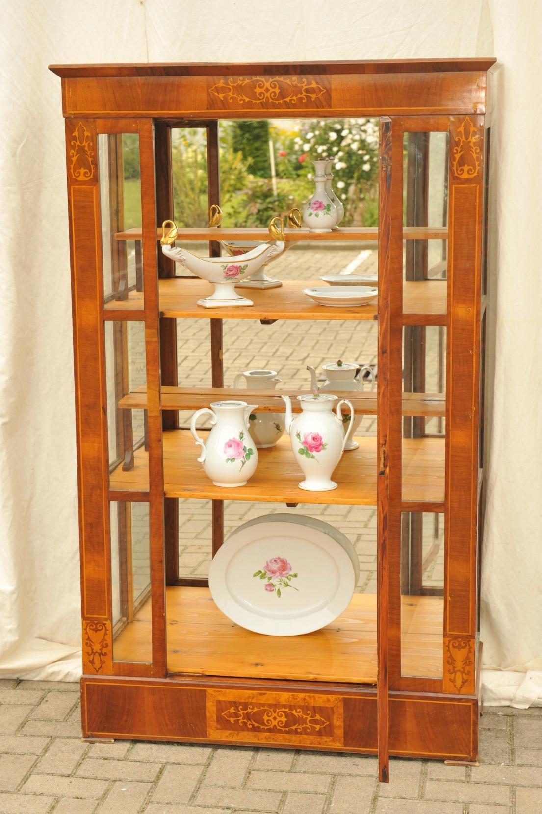 biedermeier vitrine seitenverglast wien antik im hof. Black Bedroom Furniture Sets. Home Design Ideas