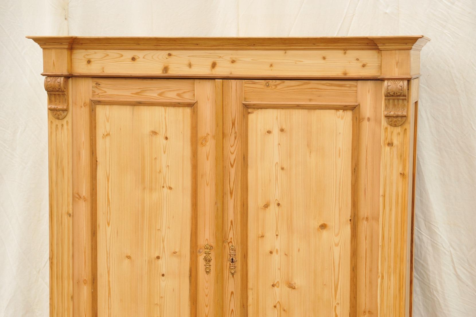 kleiner gr nderzeit schrank mit schubladen antik im hof. Black Bedroom Furniture Sets. Home Design Ideas