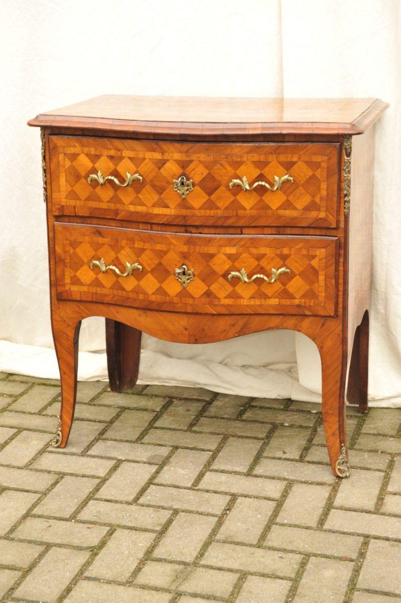 kleine barock kommode westdeutsch um 1760 antik im hof. Black Bedroom Furniture Sets. Home Design Ideas