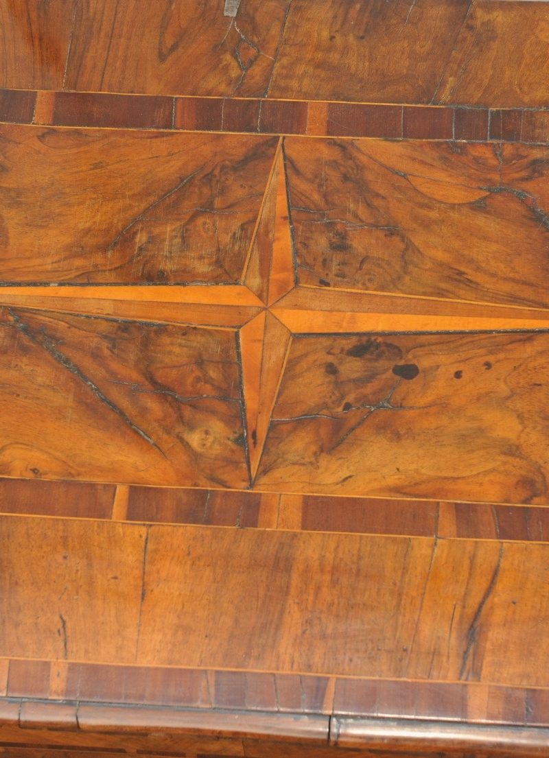 Barock Kommode süddeutsch museal Platte mit Stern