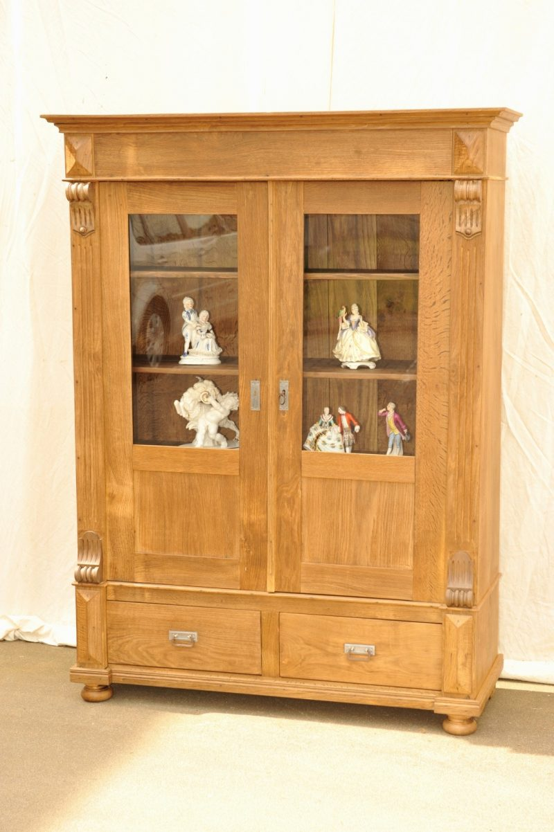 b cherschrank antik eiche antik im hof. Black Bedroom Furniture Sets. Home Design Ideas