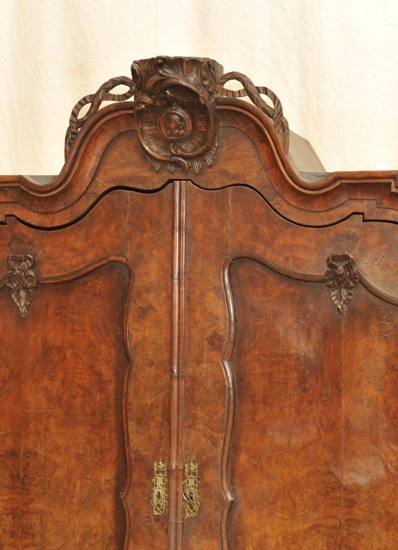 Aufsatzschrank Barock holländischer Vasenschrank