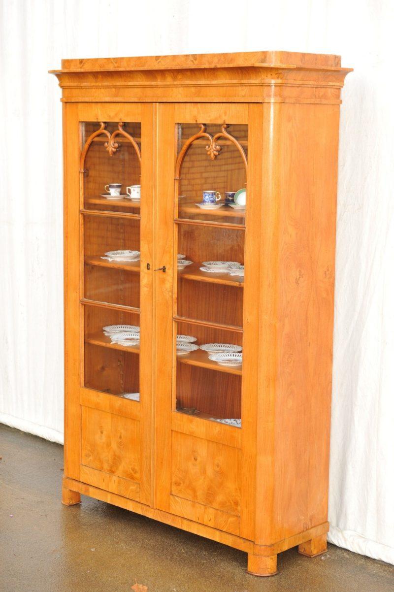 zweitüriger Bücherschrank Esche furniert Biedermeier