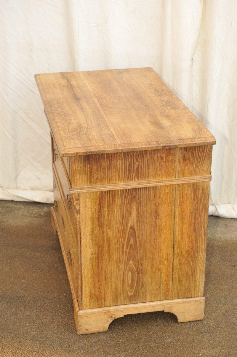 Seite antike Kommode Eiche mit zwei kleinen und zwei großen Schubladen