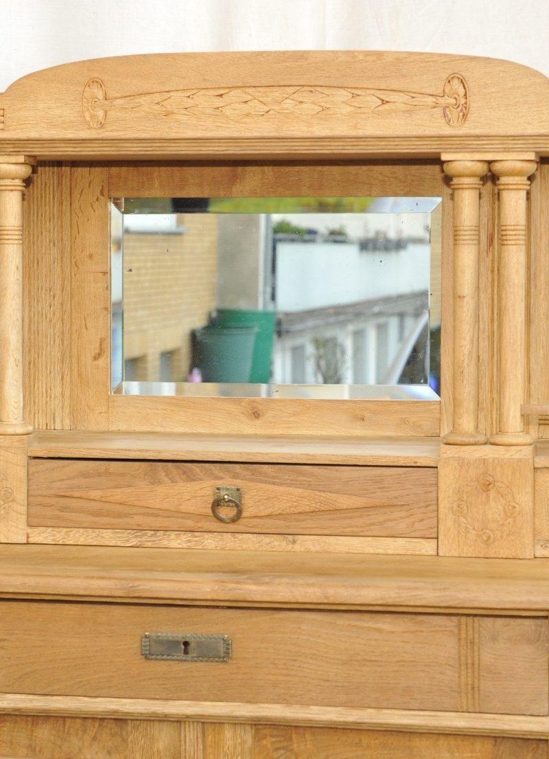 Spiegelaufsatz Zweitüriges Vertiko mit Spiegelaufsatz