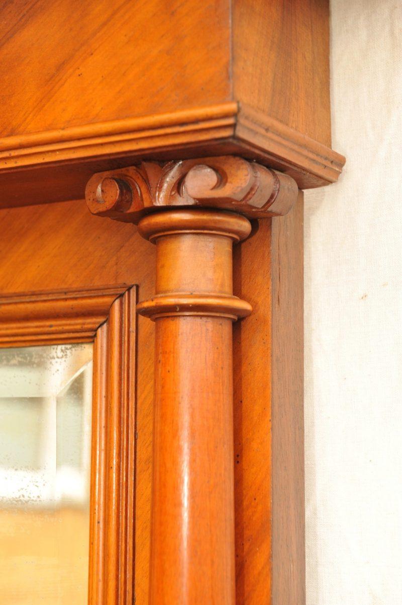 Spiegel mit Konsole Gruenderzeit Detail