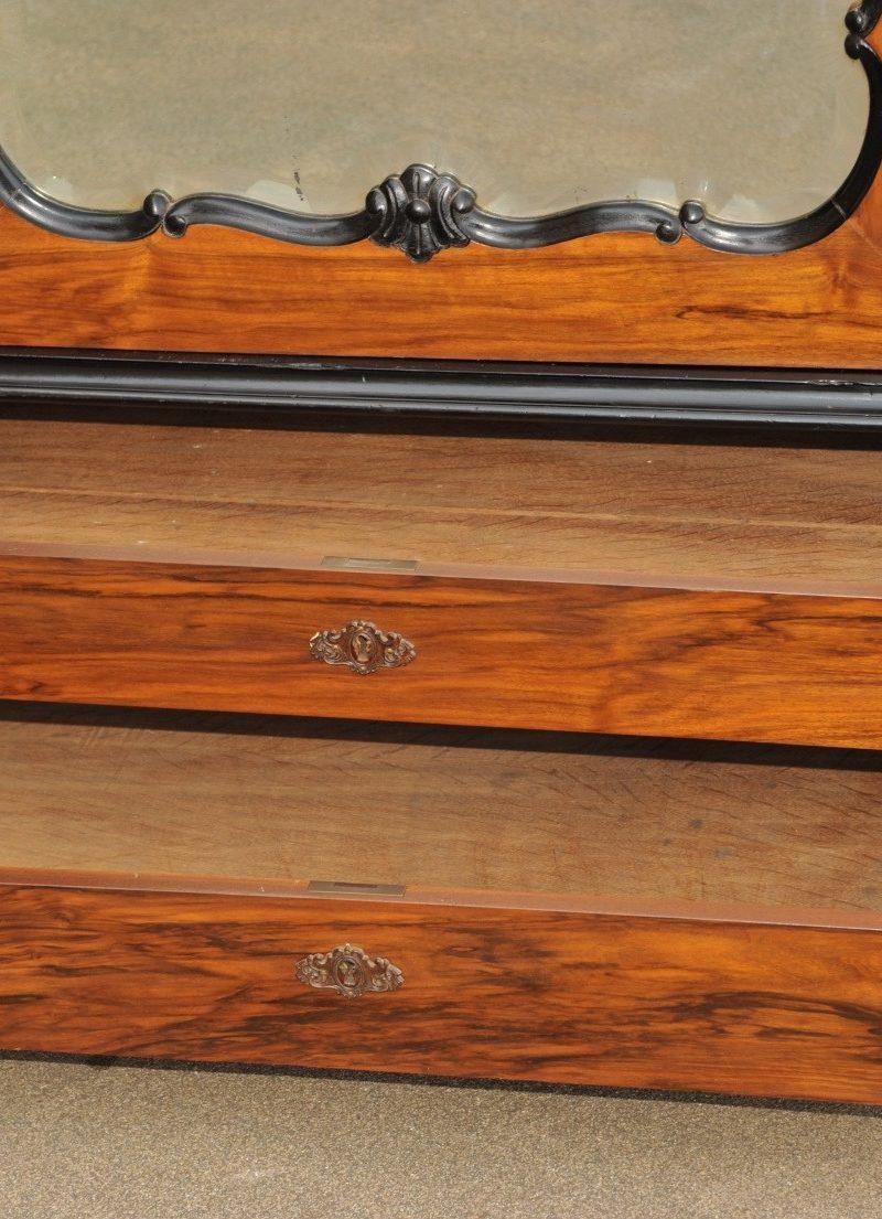 sehr großer antiker Kleiderschrank, Nussbaum Detail