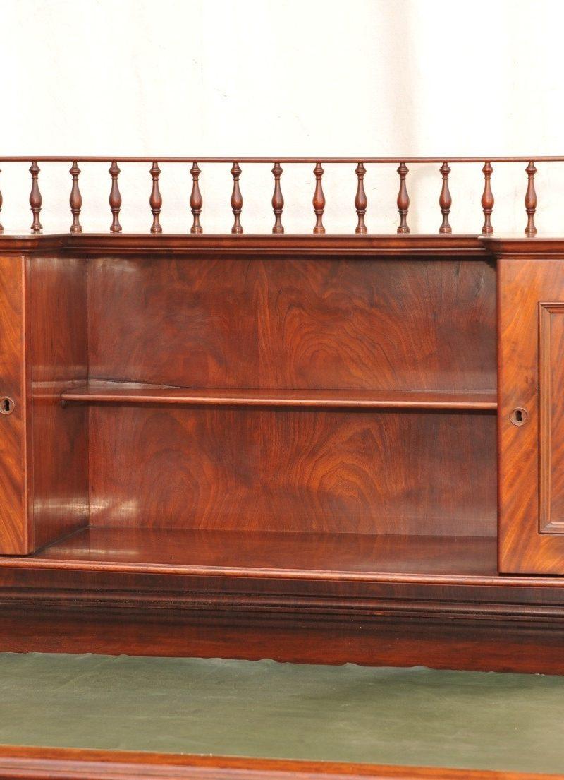 Detail: Schreibtisch mit Aufsatz Louis Philippe