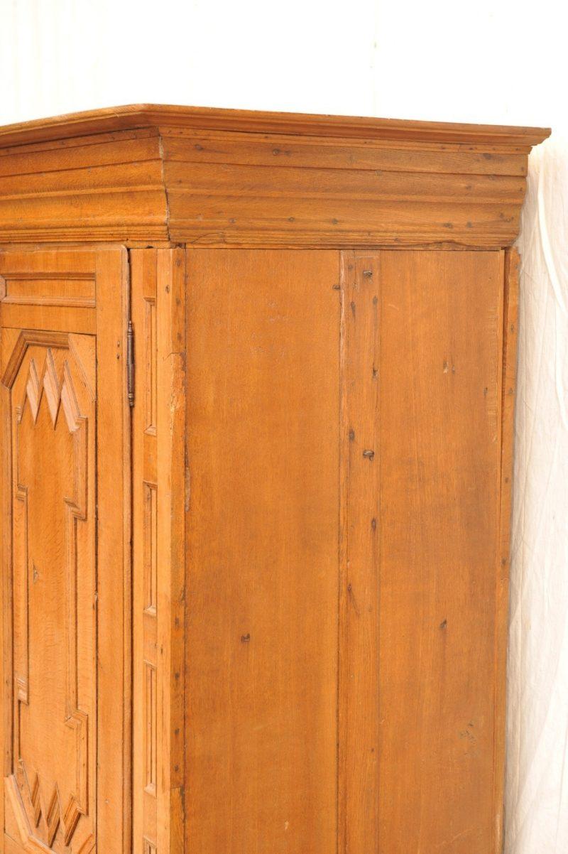 Detail: Eichenschrank von 1760