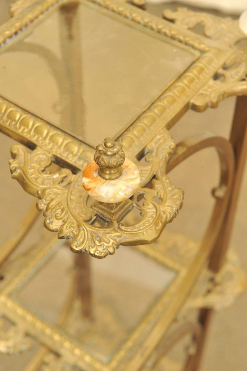 Detail Gründerzeit Blumenständer aus Messing