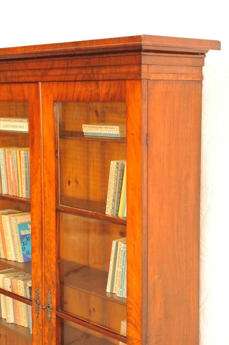 Detail originaler Biedermeier Bücherschrank Mahagoni