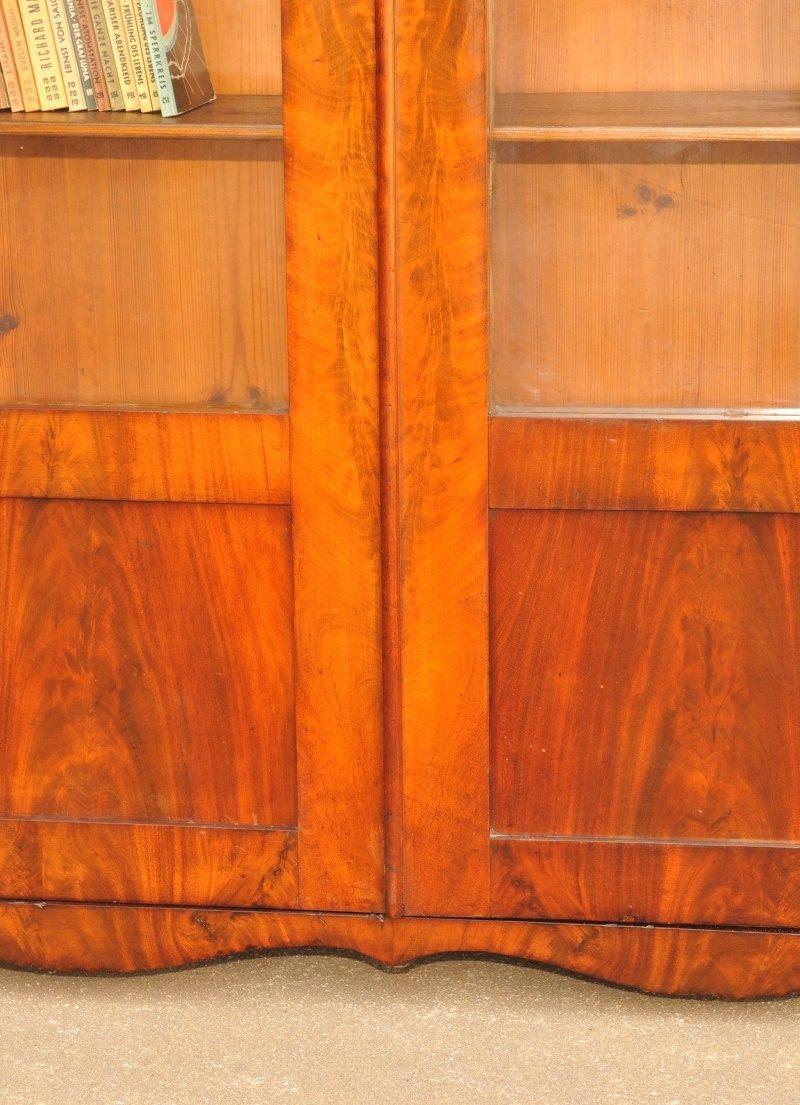 Sockelelement originaler Biedermeier Bücherschrank Mahagoni