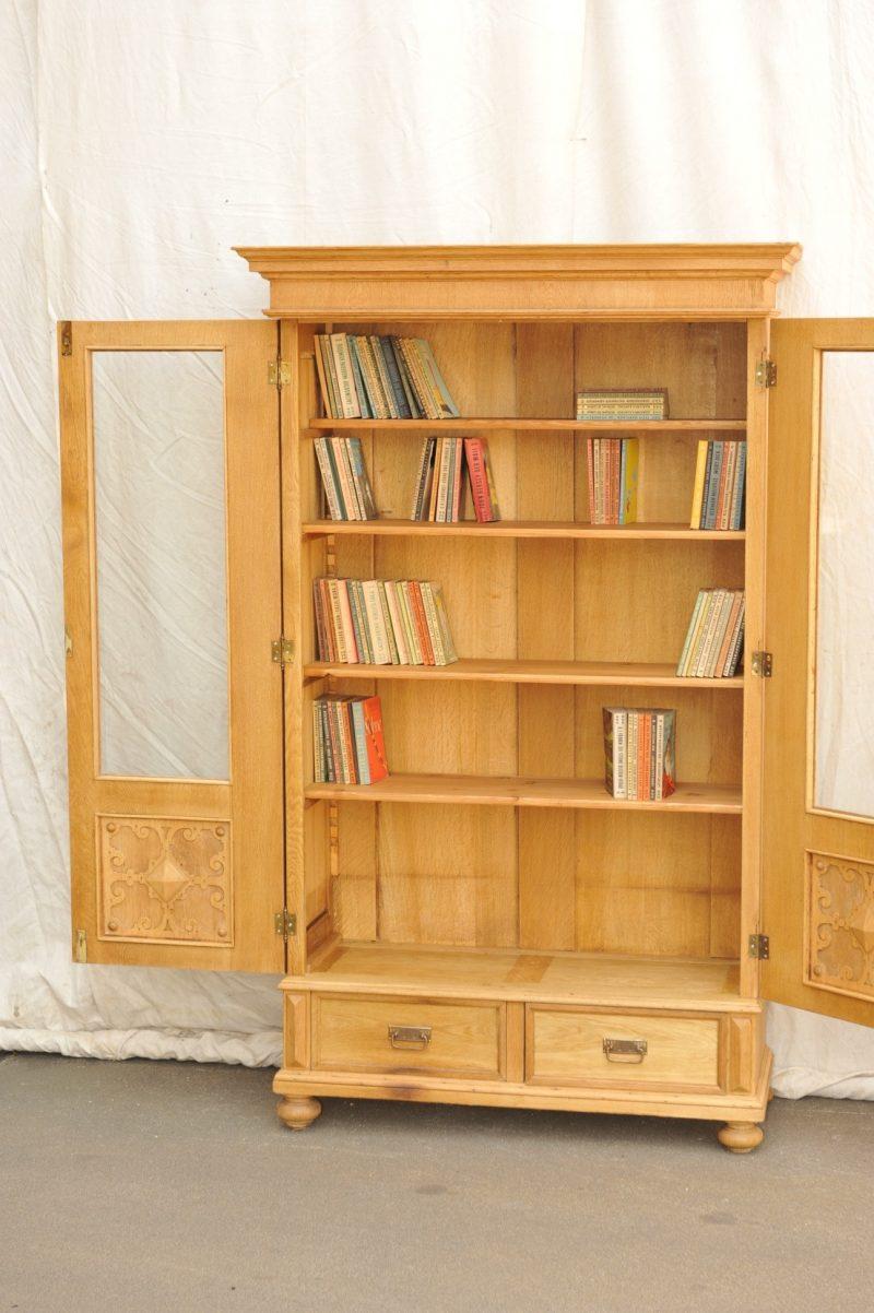 Inneneinrichtung zweitüriger Bücherschrank Eiche von 1900