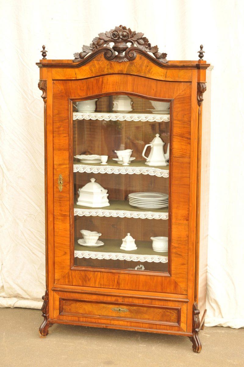 Geschirrschrank antik von 1870 Nussbaum furniert