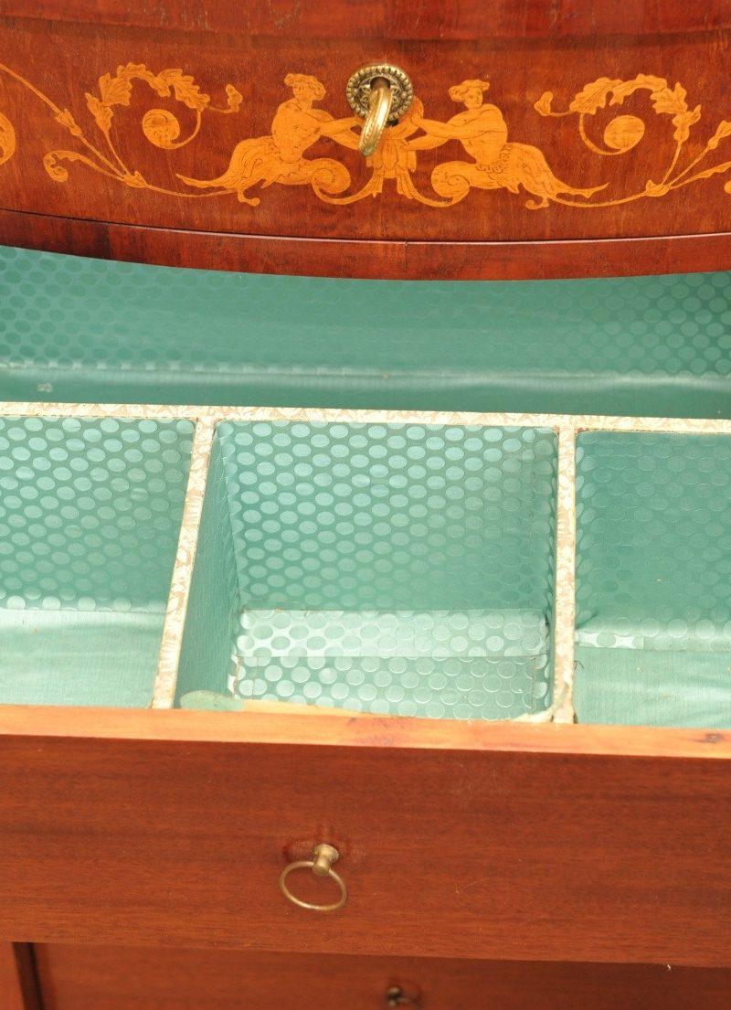 schlanker Schubladenschrank Mahagoni klassizistisch