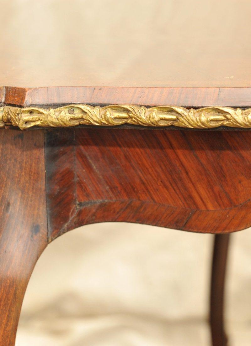 kleiner Schreibtisch Louis XV, Palisander, Rosenholz