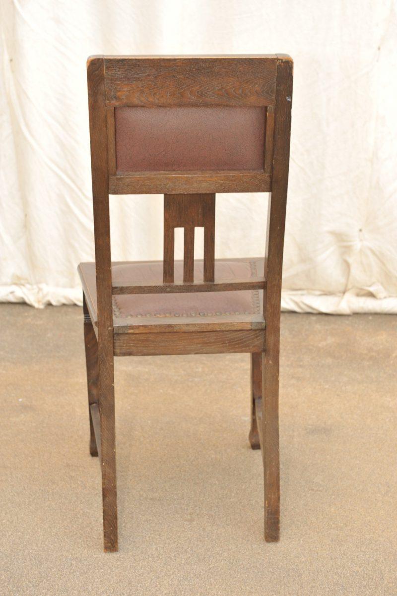 Einer von 6 Eichenstühlen Jugendstil mit Lederpolster