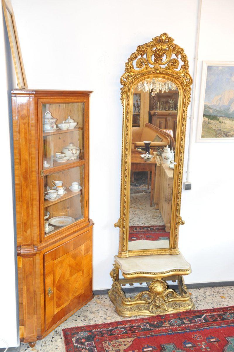 geschnitzter und vergoldeter Spiegel mit passender Konsole