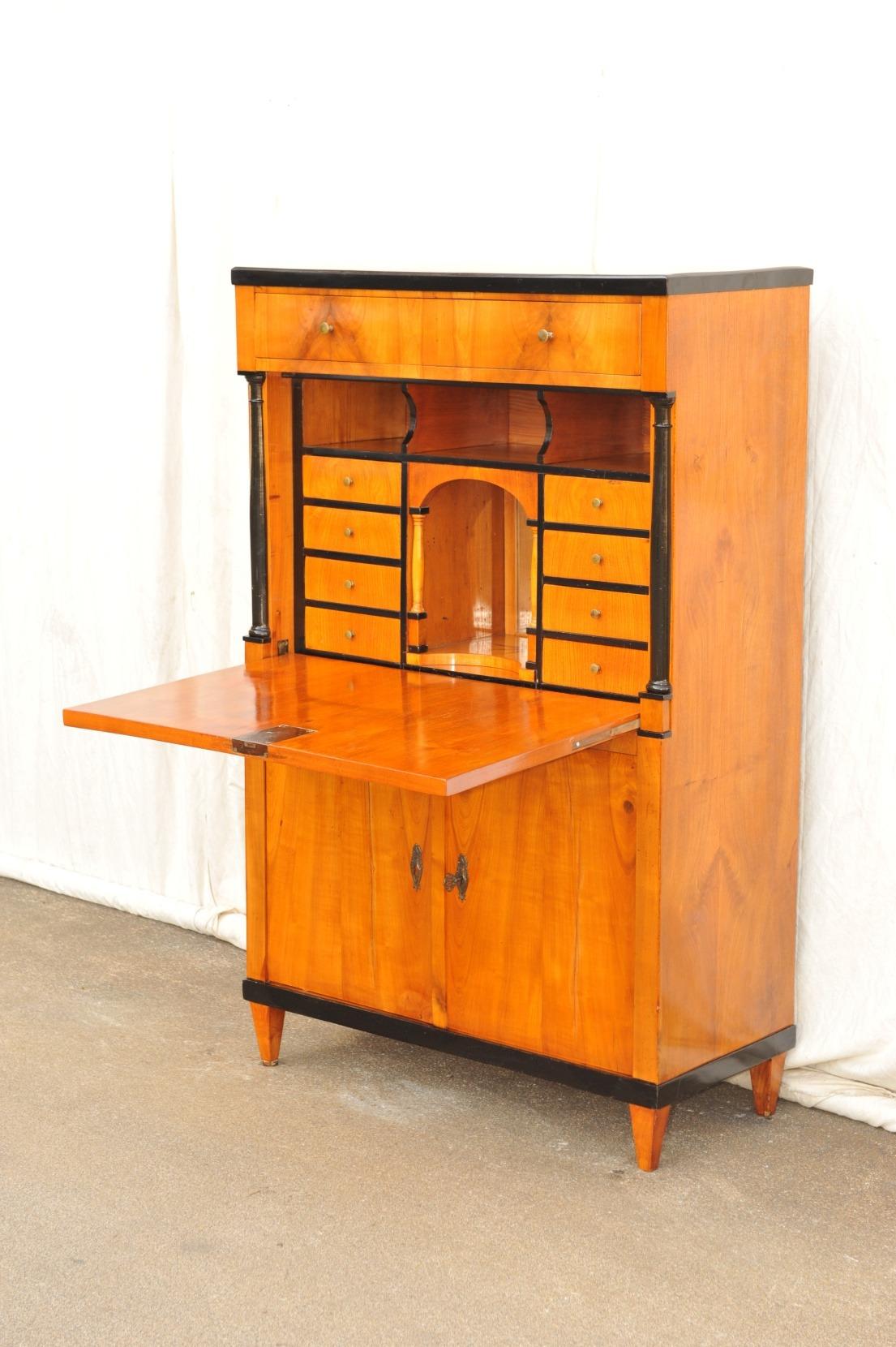 Schreibschrank Kirschbaum furniert mit Türen, Klappe und Schubladen