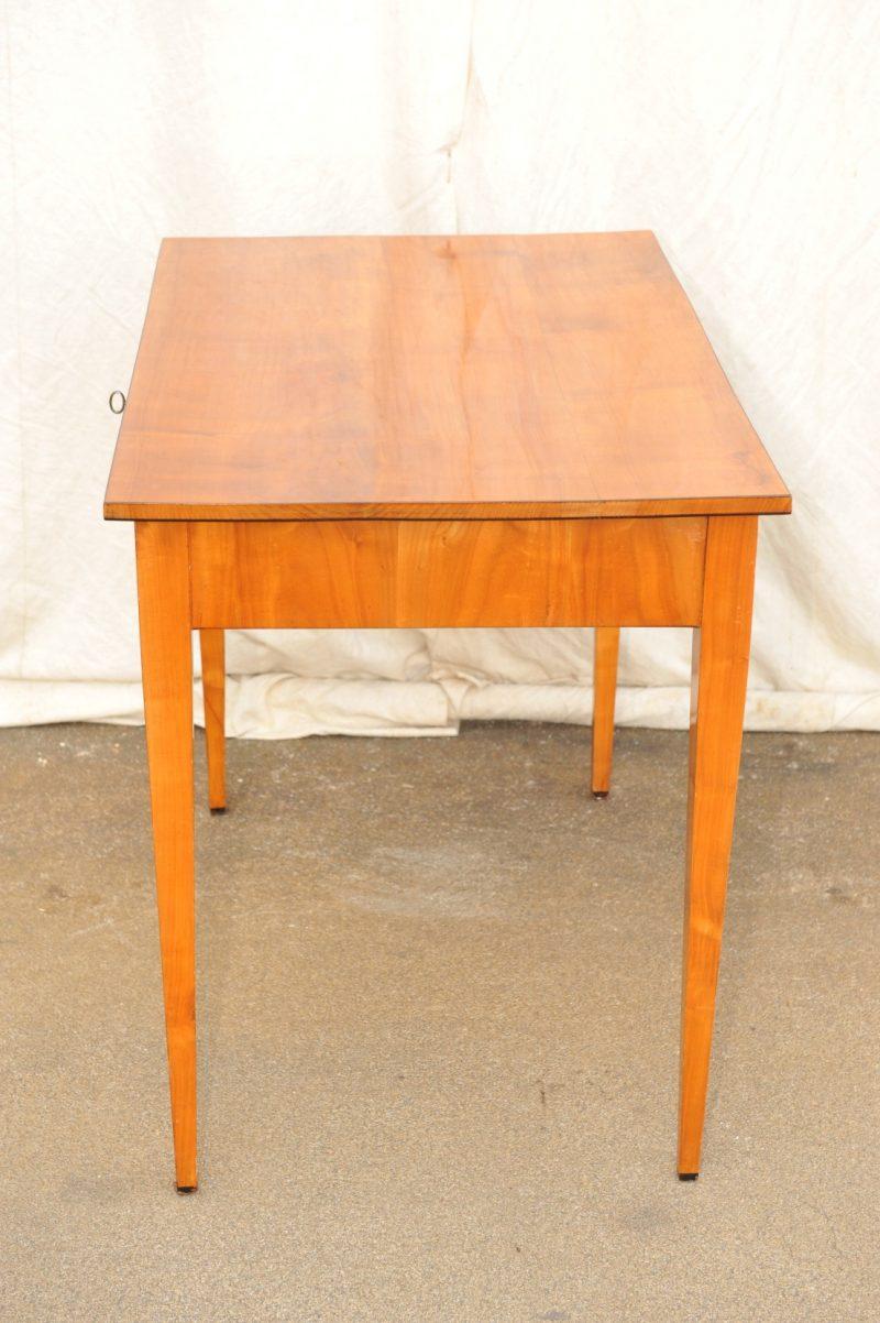 Biedermeier Tisch Kirsche mit Schublade und Spitzbeinen