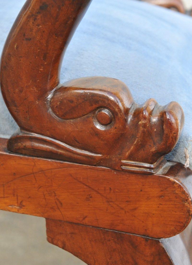 Detail Armlehnsessel mit gebogener Rückenlehne Biedermeier Mahagoni