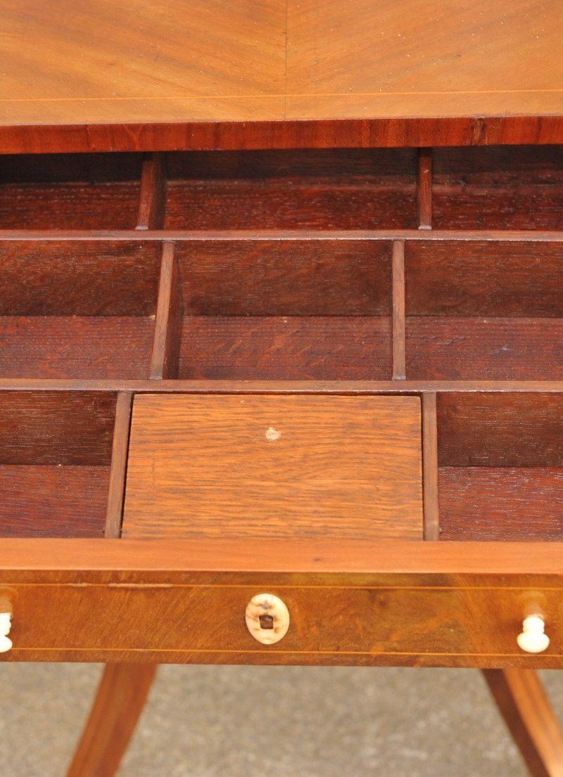 Detail Biedermeier Nähtisch Mahagoni