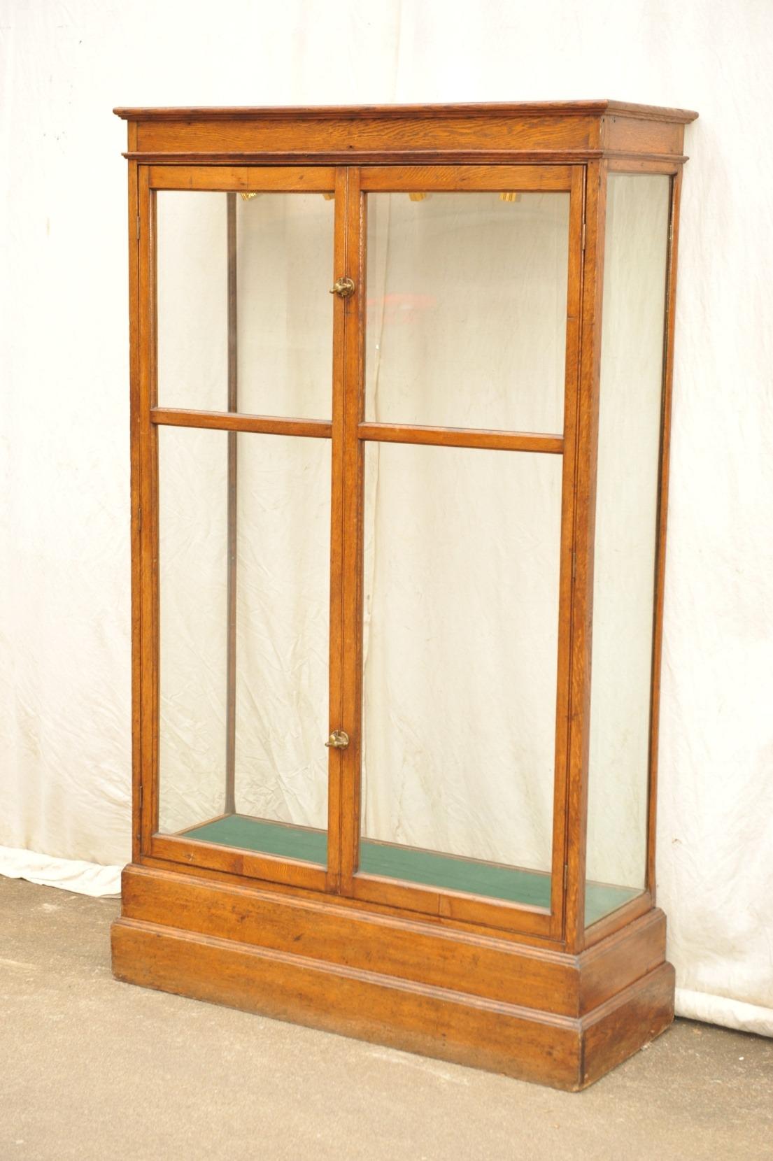 Schauvitrine allseitig Glas von 1900