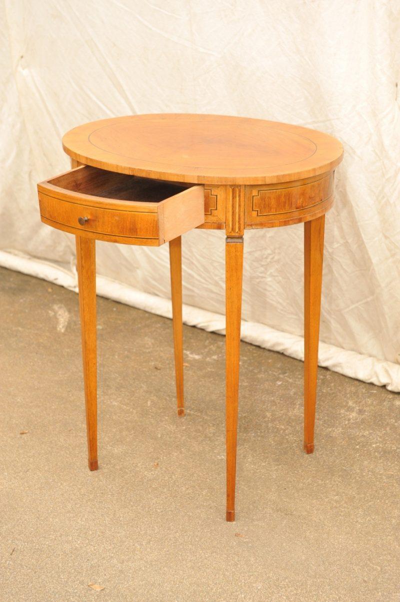 rund-ovaler Tisch Louis XVI Stil