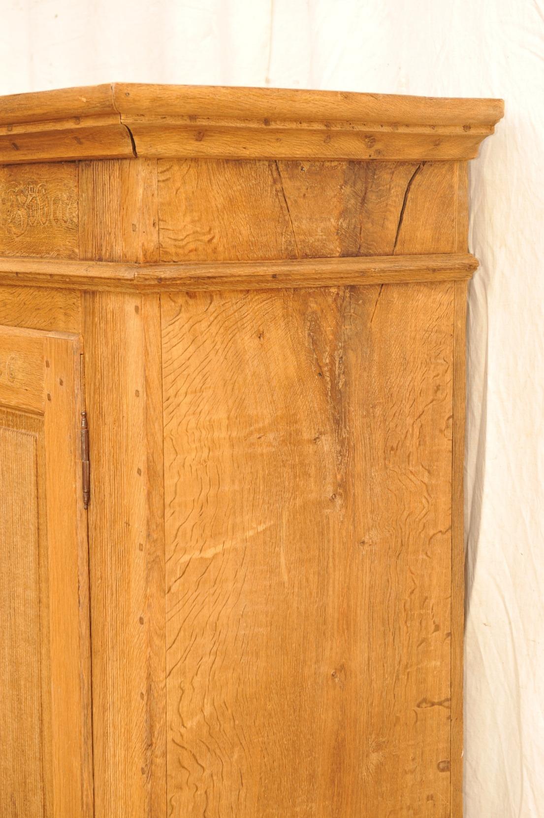 Detail antiker Eichenschrank , Rillendekor, Brautgabe 1836