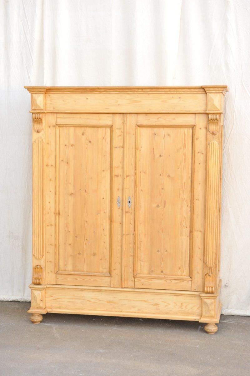 großer zerlegbarer antiker Kleiderschrank Weichholz