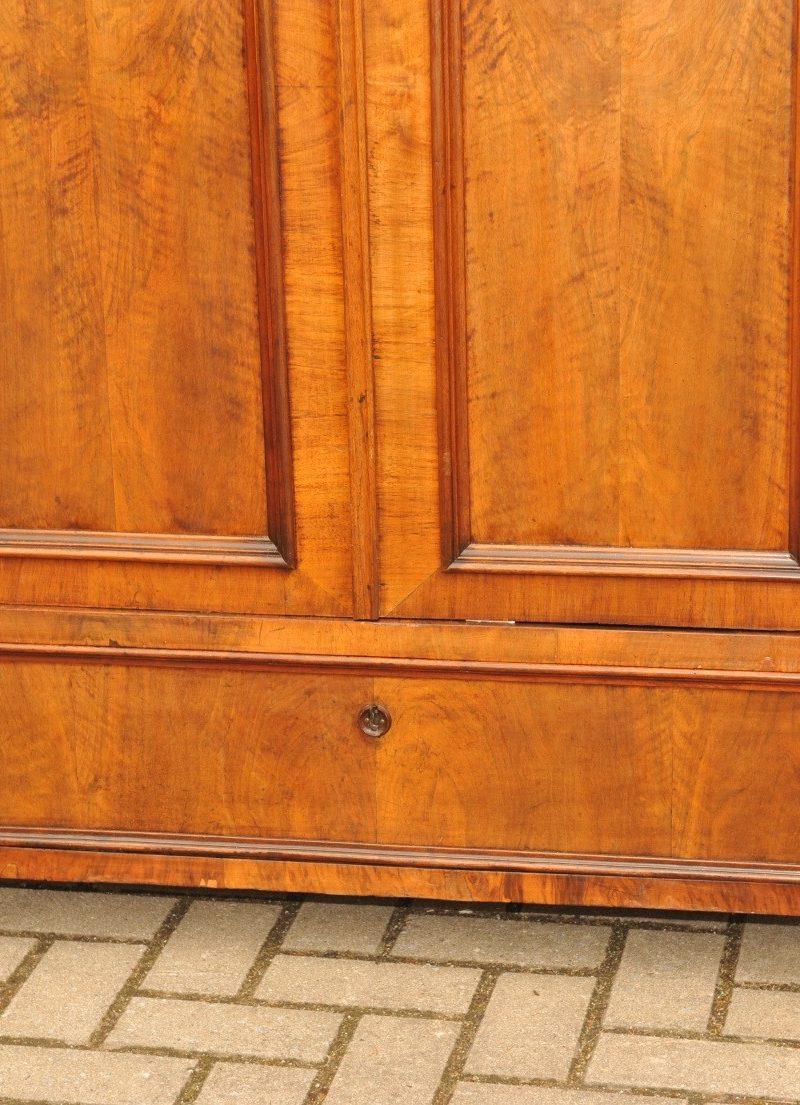 Detail Wäscheschrank Gründerzeit Nussbaum