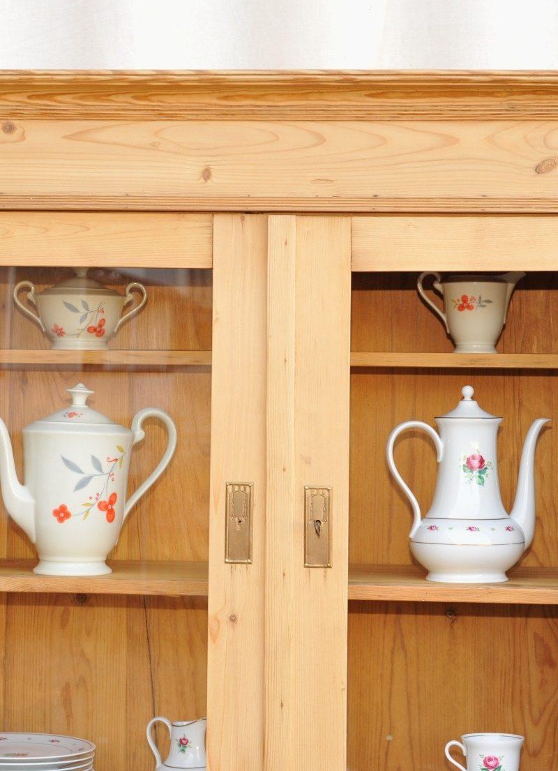Detail Weichholz Küchenschrank Jugendstil, Landhaus