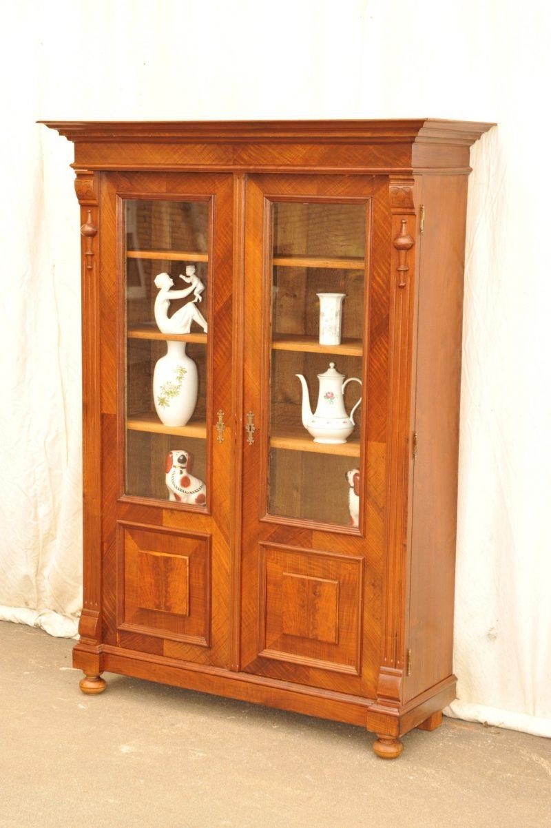 originaler Gründerzeit Bücherschrank Nussbaum, zweitürig