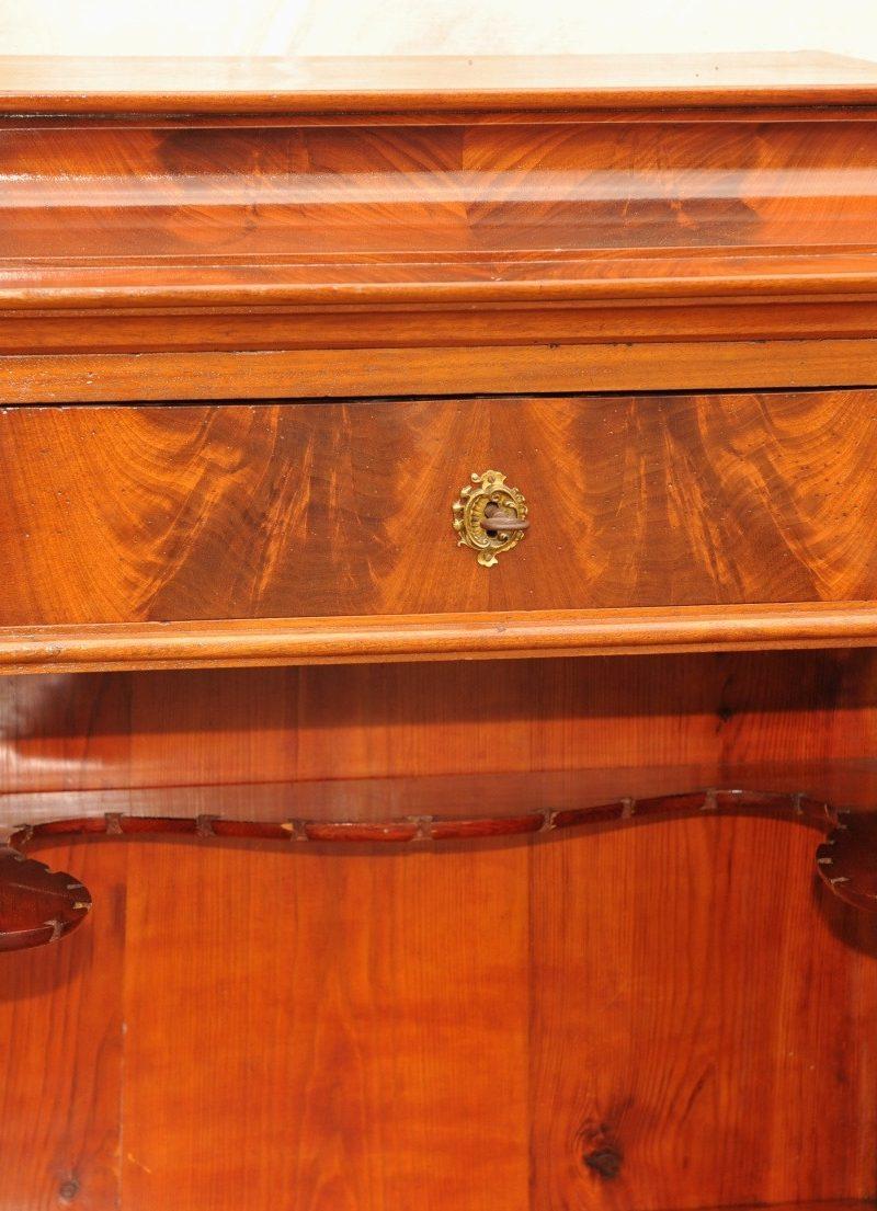 Detail sogenannter Silberschrank Biedermeier Mahagoni