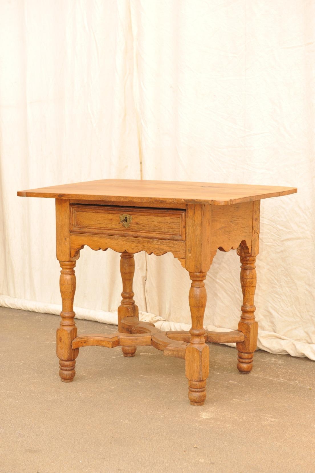kleiner Tisch mit Schublade, Eiche Barock