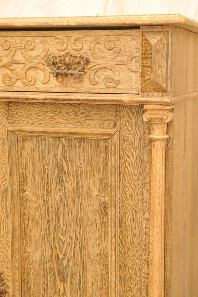 Detail Vertiko mit Säulen Eiche